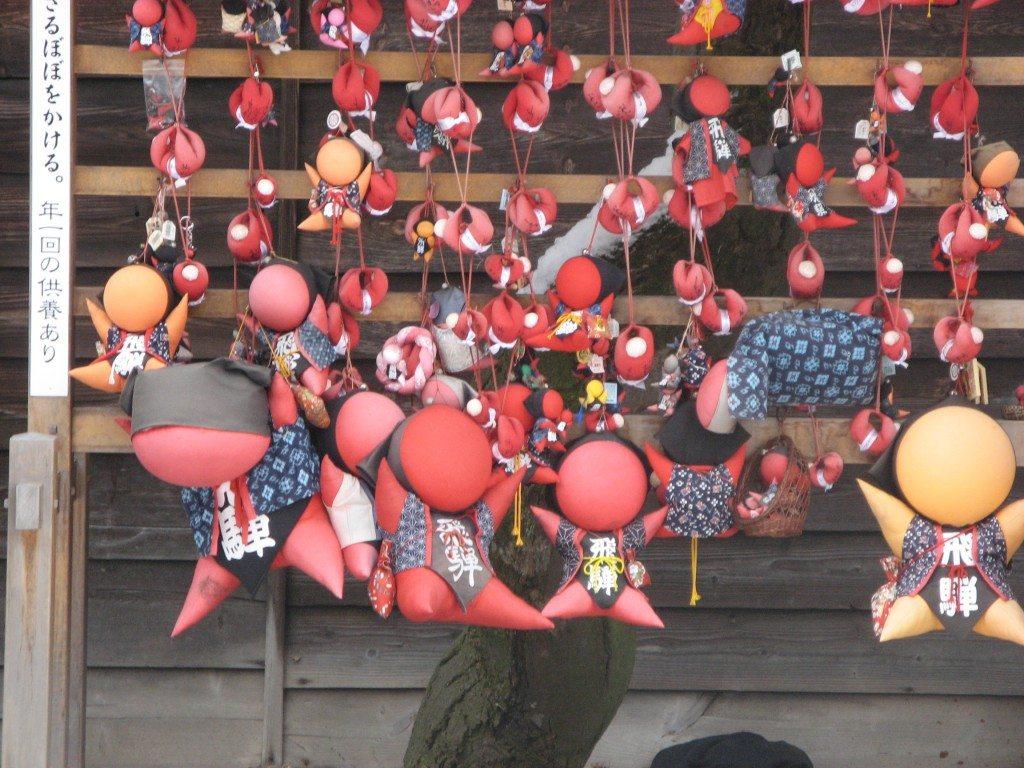 The Sarubobo or faceless dolls of Japan www.contentedtraveller.com