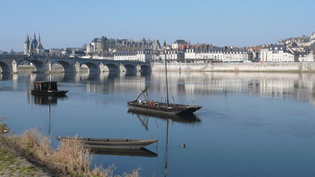 blois_with_traditional_boat