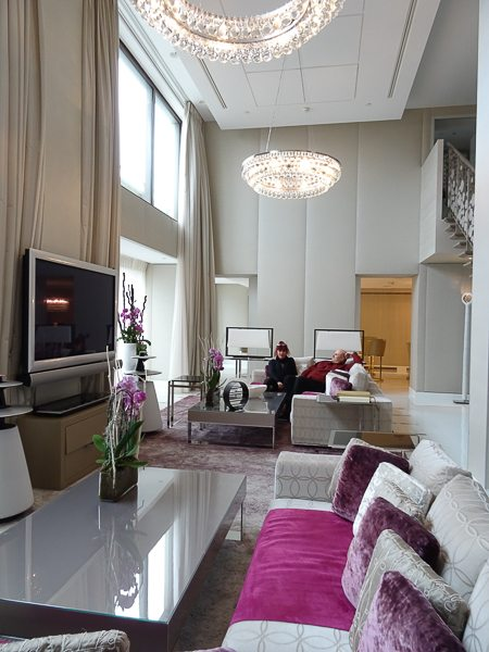 Luxury Showcase For Living Room Royal Art Deco: What A Royal Suite In Paris Looks Like At The Mandarin
