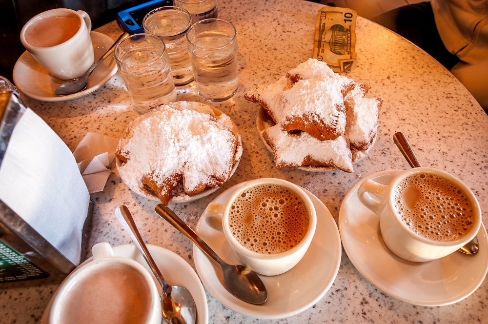 New-Orleans-Louisiana-Cafe-du-Monde-beignets