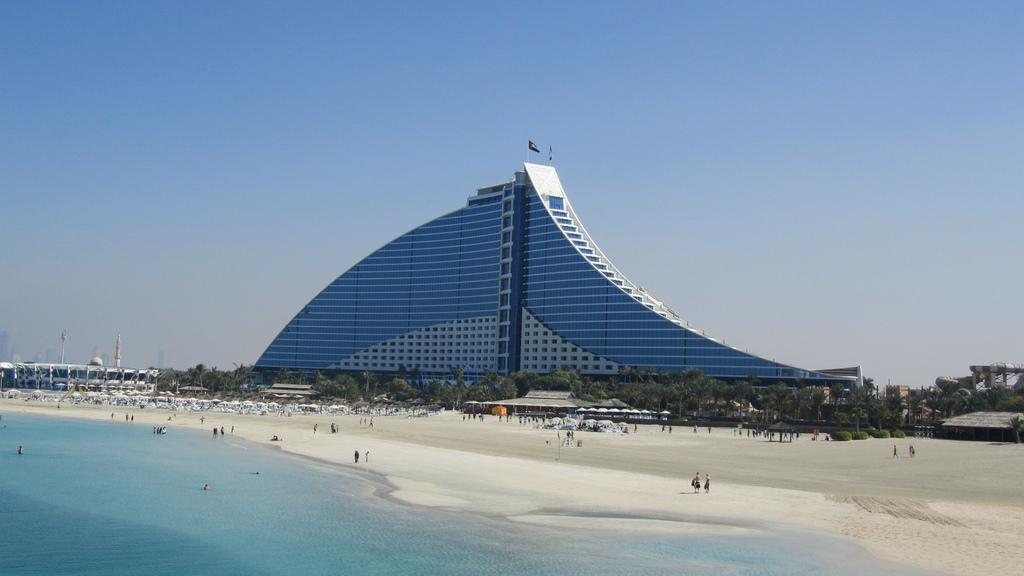 Top 10 things to do in modern dubai for Top beach hotels dubai