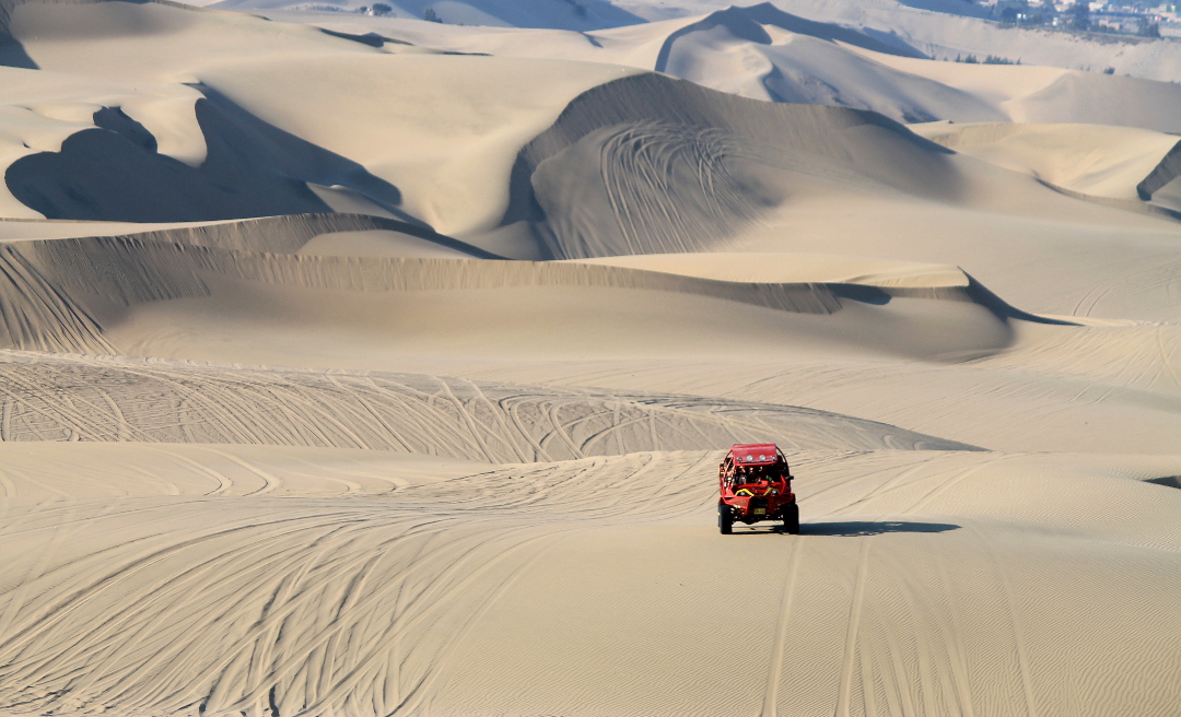 dune-buggy-ride-sand-boarding-huacachina-peru